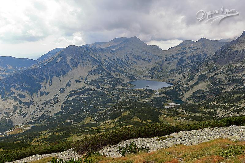 Попово езеро и каменните пирински върхове около него