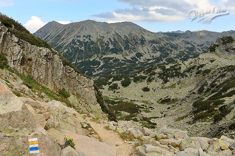 Бъндеришка порта: поглед назад към сипеите и връх Тодорка
