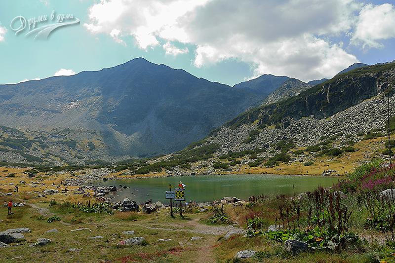 Край хижа Мусала и Долното Мусаленско езеро, насреща - самият връх Иречек