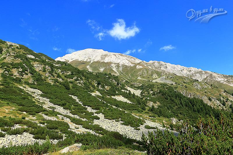 Поглед към връх Вихрен от същото място в началото на пътеката