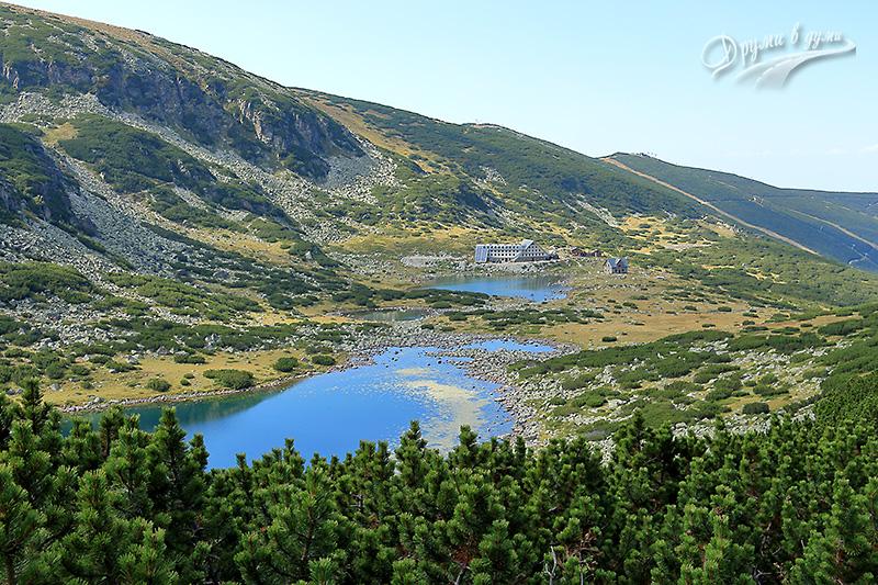 По пътеката - красиви гледки назад към хижа Мусала и езерата