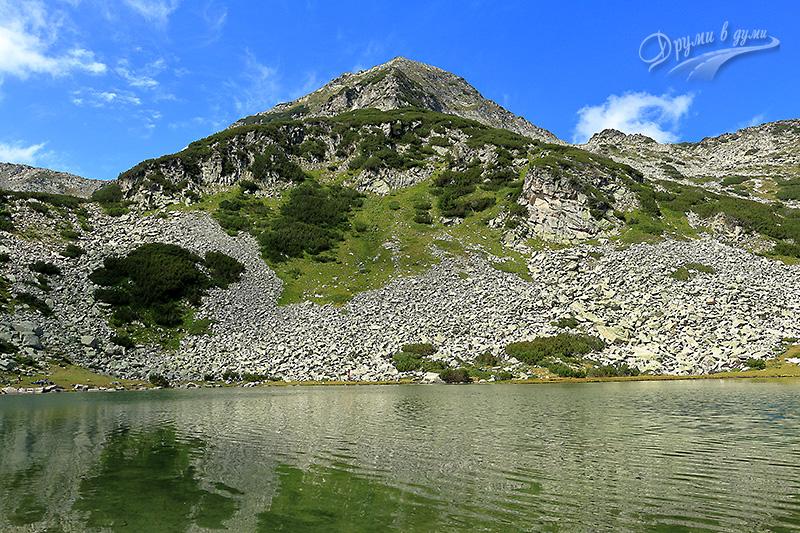 Муратово езеро на фона на Муратов връх