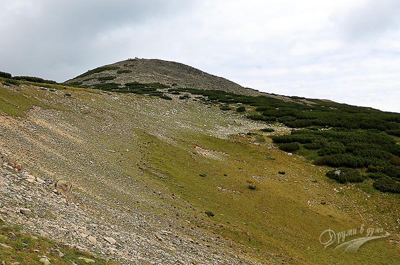 Малко под седловината - поглед вдясно към връх Безбог