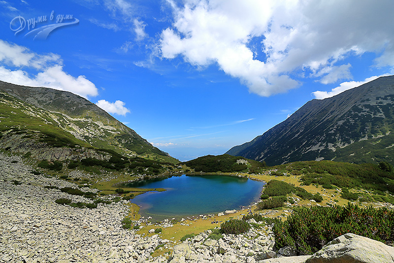 Муратово езеро от по-високо: водите му стават сапфирно сини