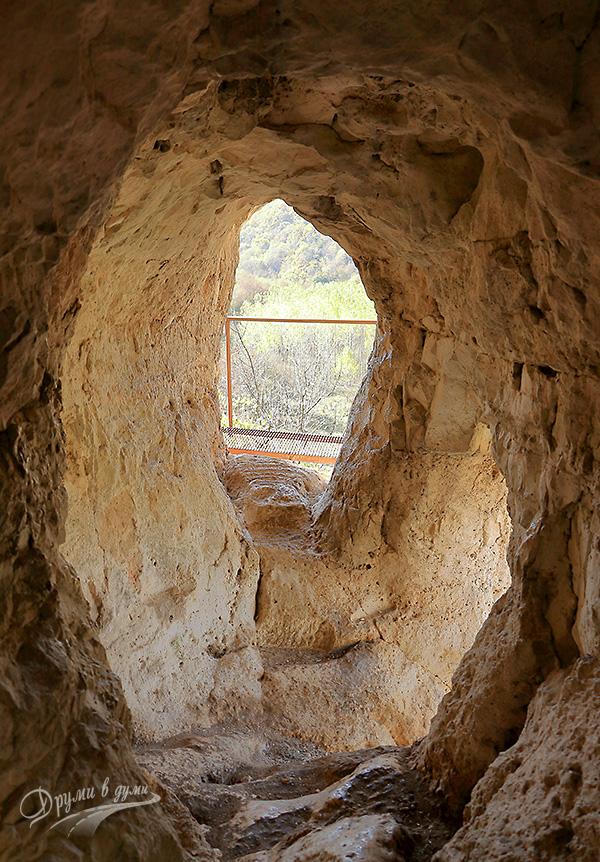 Светилище Баджалията: тунелът