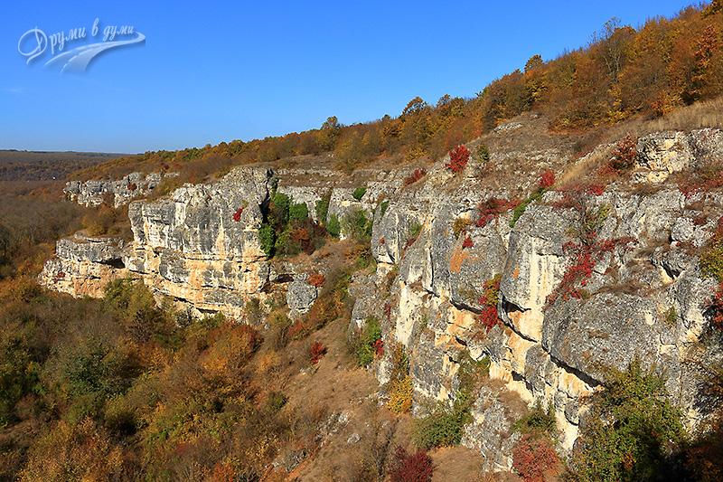 Над скално светилище Баджалията: поглед към скалния венец