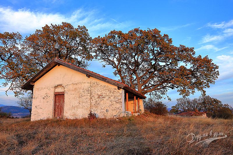 Спасова могила и параклисът