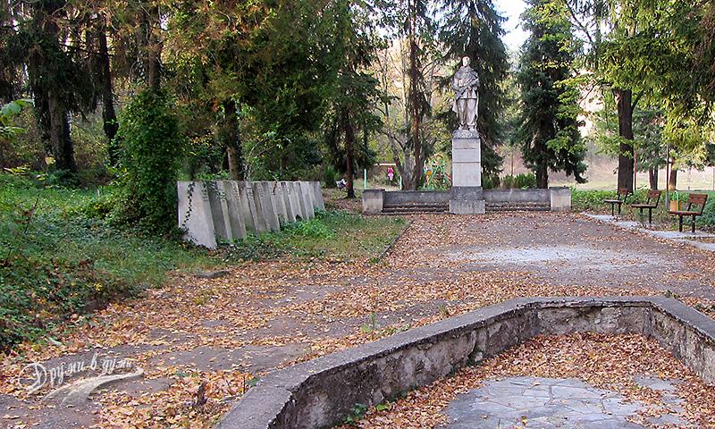 Село Байлово - паркът в центъра