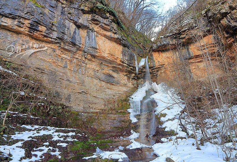 Отново в Искърското дефиле: Церовски водопад и църквата Св. Теодор Тирон в село Зимевица