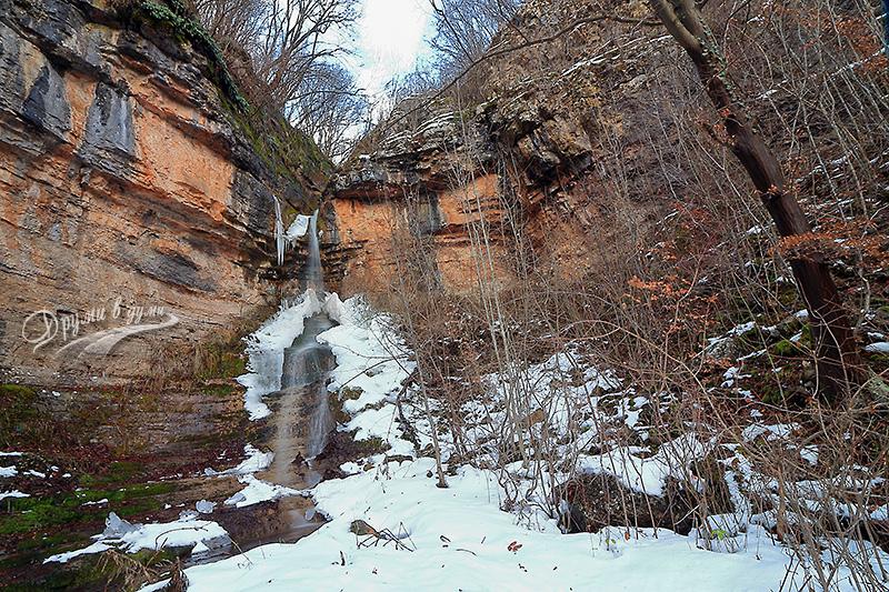 Водопадът над Церово - Варовитица