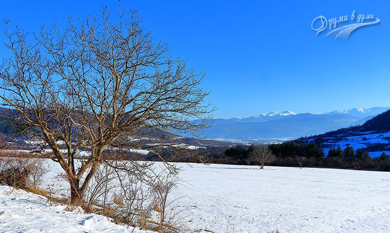 Край селото: поглед към Ботев връх