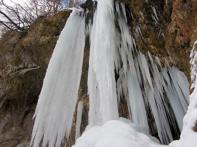 Водопад Смоличано в ледени висулки