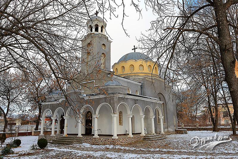 Новата църква в с. Долни Раковец