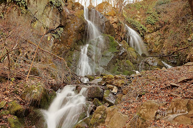 Алекови водопади - долната част пролетно време