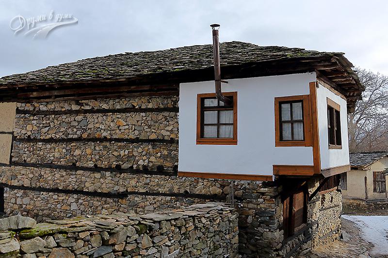 Има и подновени къщи