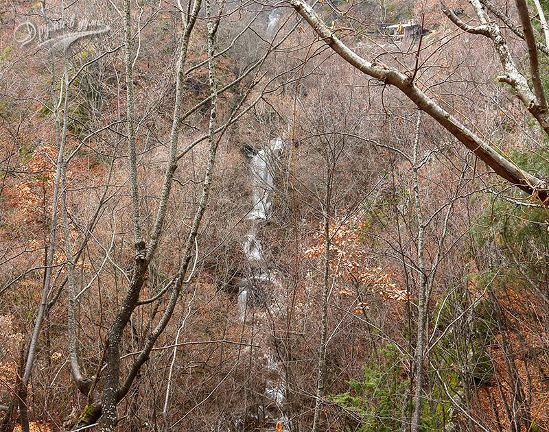 Внушителни водни каскади по река Делчевска