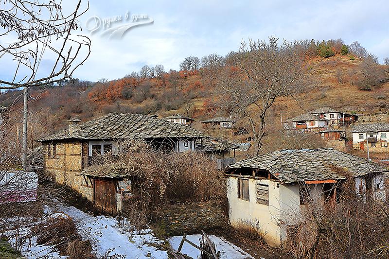 Поглед към къщите на хълма