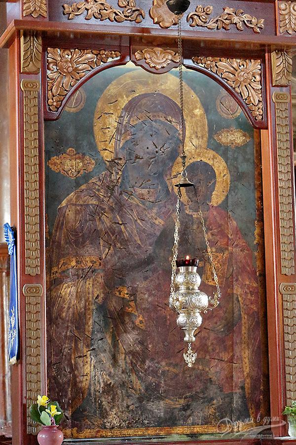 Църква Свети Николай: иконата на света Богородица