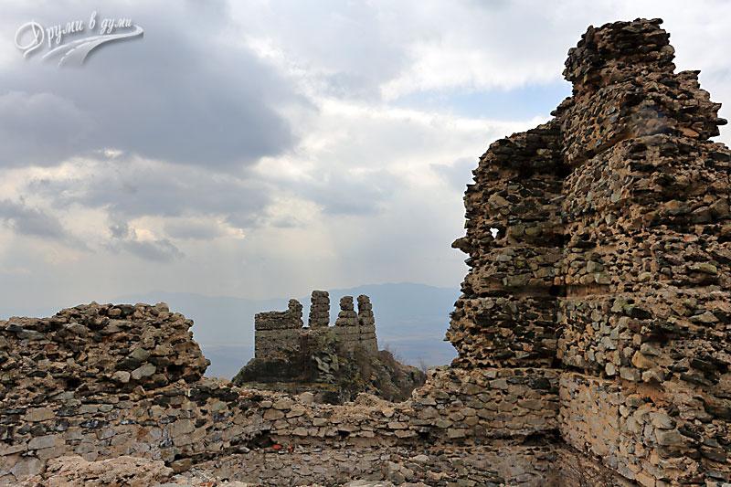 Аневско кале - поглед от северната кула към южната