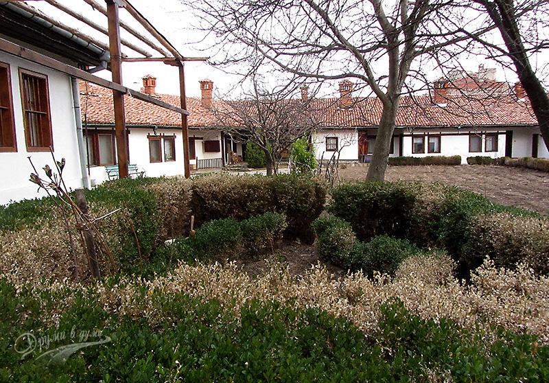 Девически манастир в Сопот