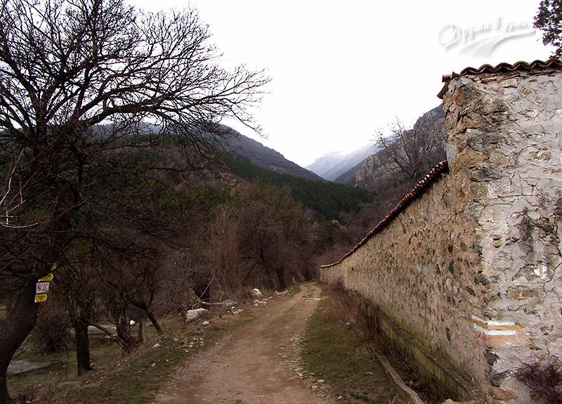 Начало на пътеката към Сопотския водопад