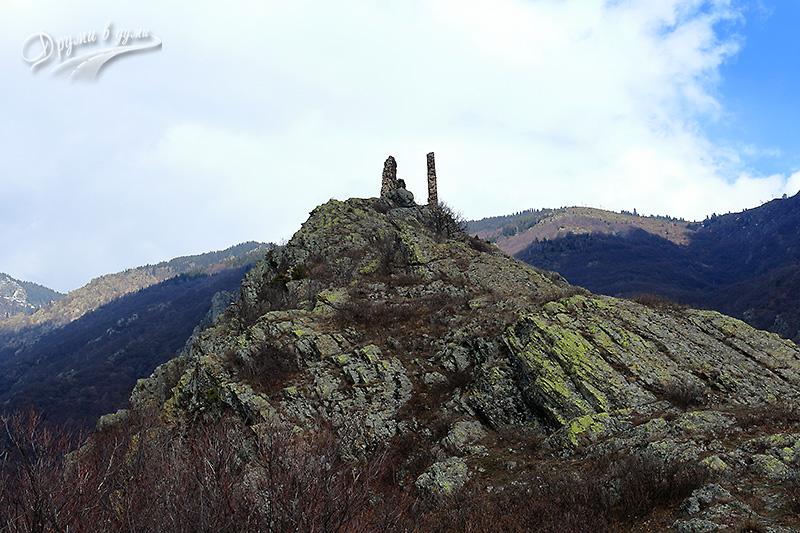 Крепост Аневско кале, кацнала на високия каменен рид