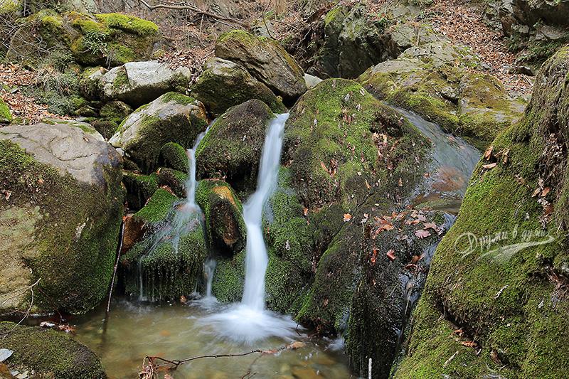 Един от по-малките водопади по реката