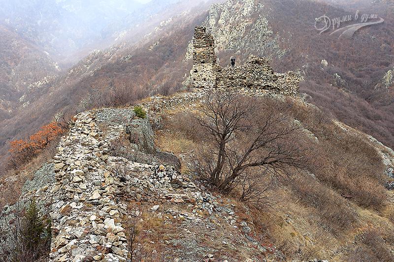 Аневско кале: поглед от южната кула към северната