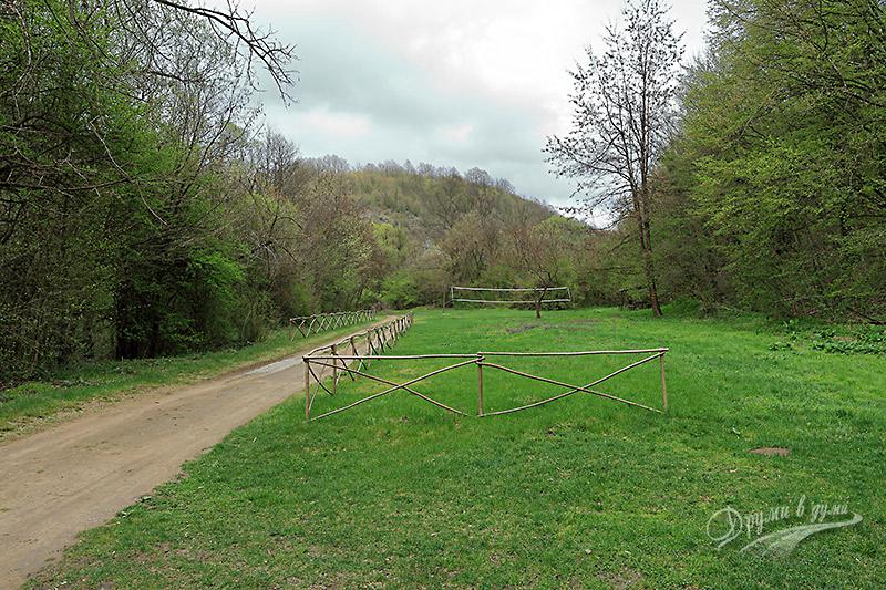 До с. Иванча - поляната край Голяма река