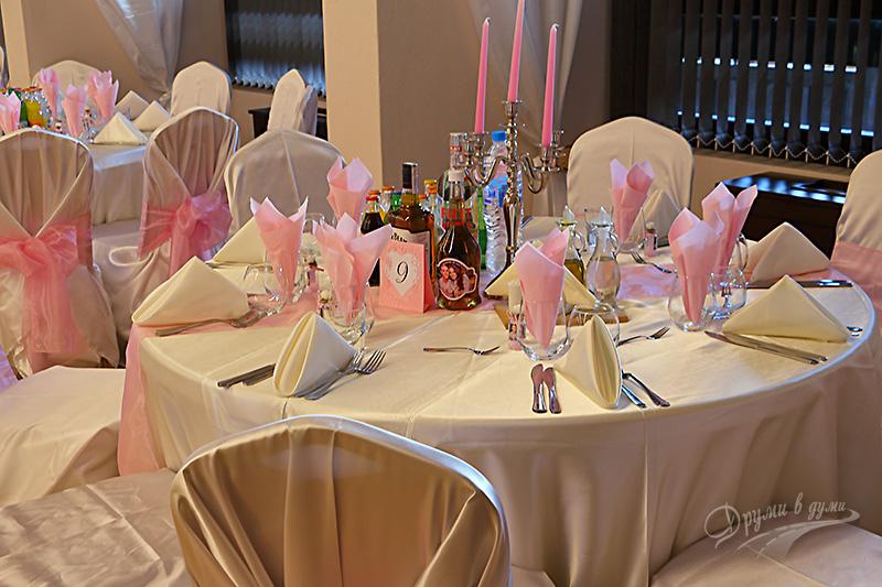 """Ресторант """"20-ти април"""": в очакване на младоженците"""