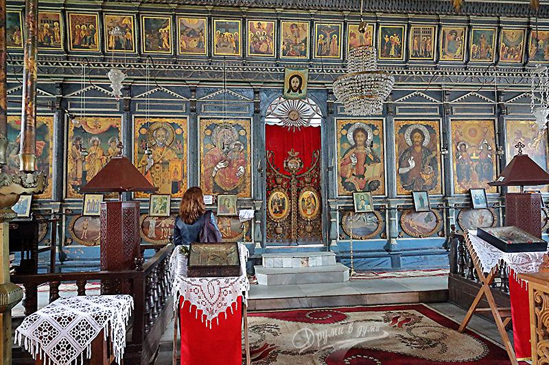 Църквата Св. Николай и нейният красив иконостас