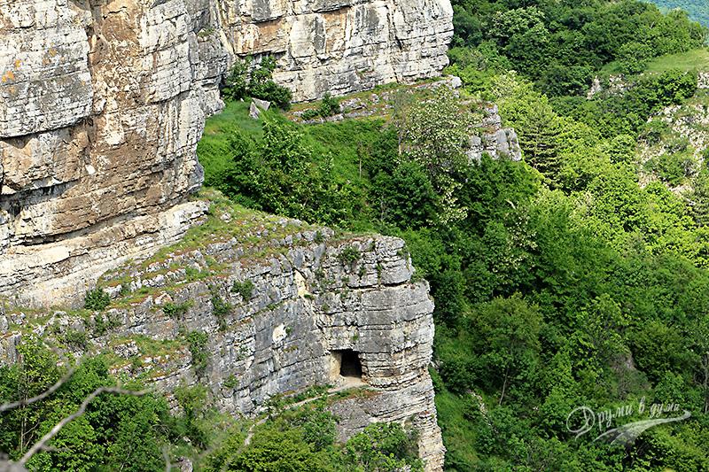 Поглед към скалната арка от етап 1