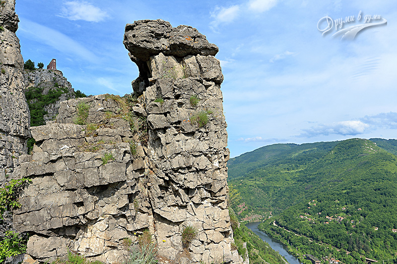 Гледки и скални феномени в района на Лакатник
