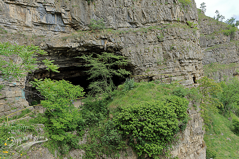 Пещера Темната дупка - вход
