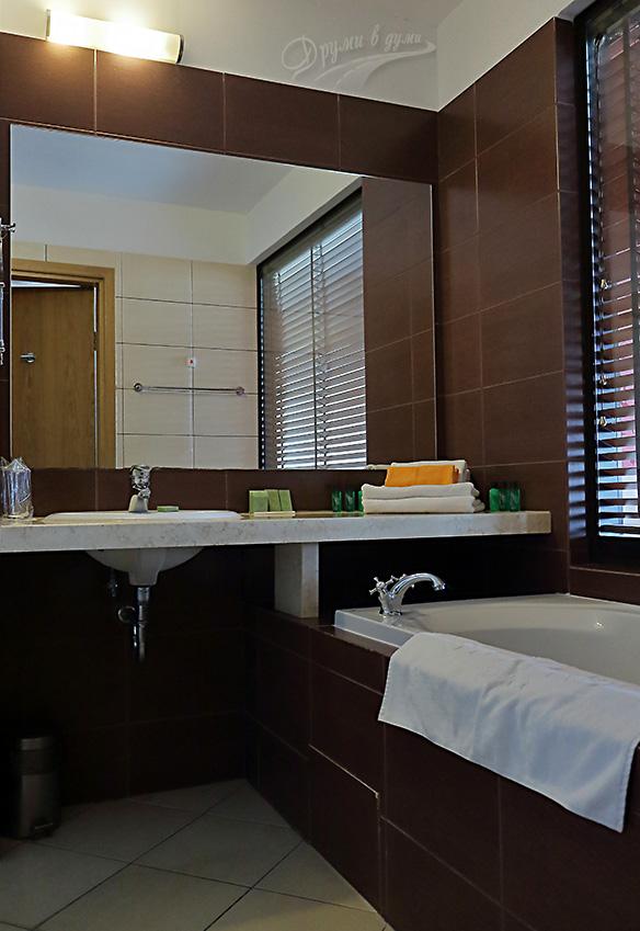 Хотел Севтополис: банята