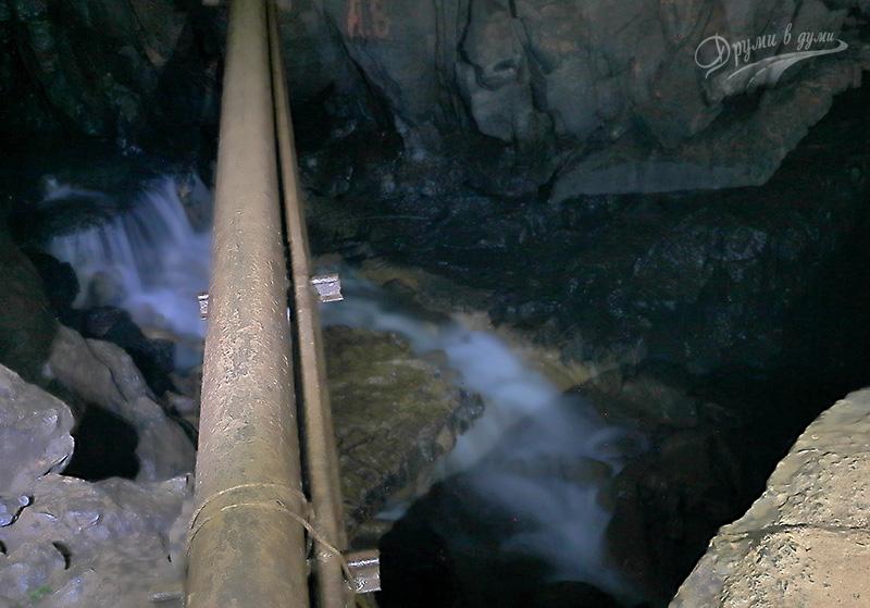 Подземният водопад в пещера Темната дупка