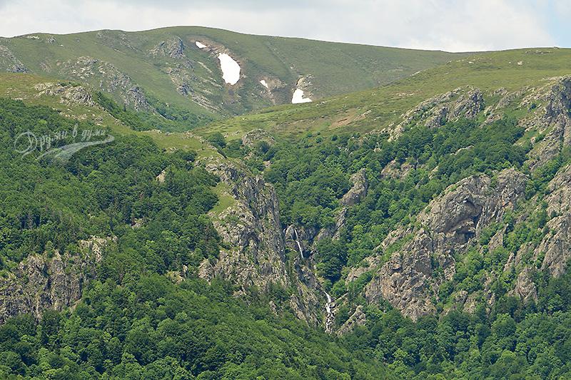 Поглед към Петканови водопади