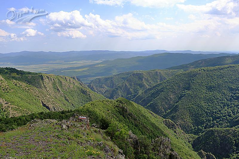 Гледка към Казанлъшката котловина и Средна гора