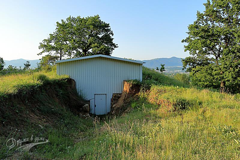 Над Бузовград: тракийска гробница
