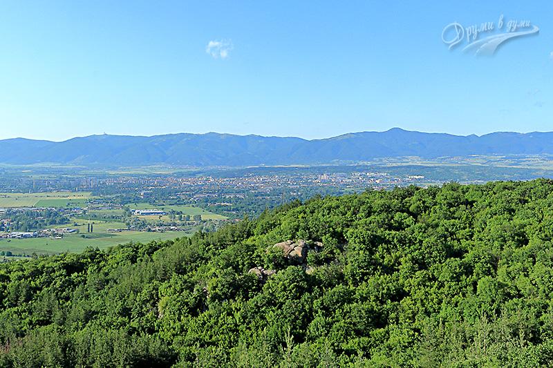 Гледки от мегалита: към Казанлък, Долината и Балкана