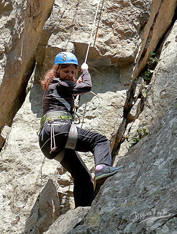 Първи стъпки в скалното катерене - спускането по въжето