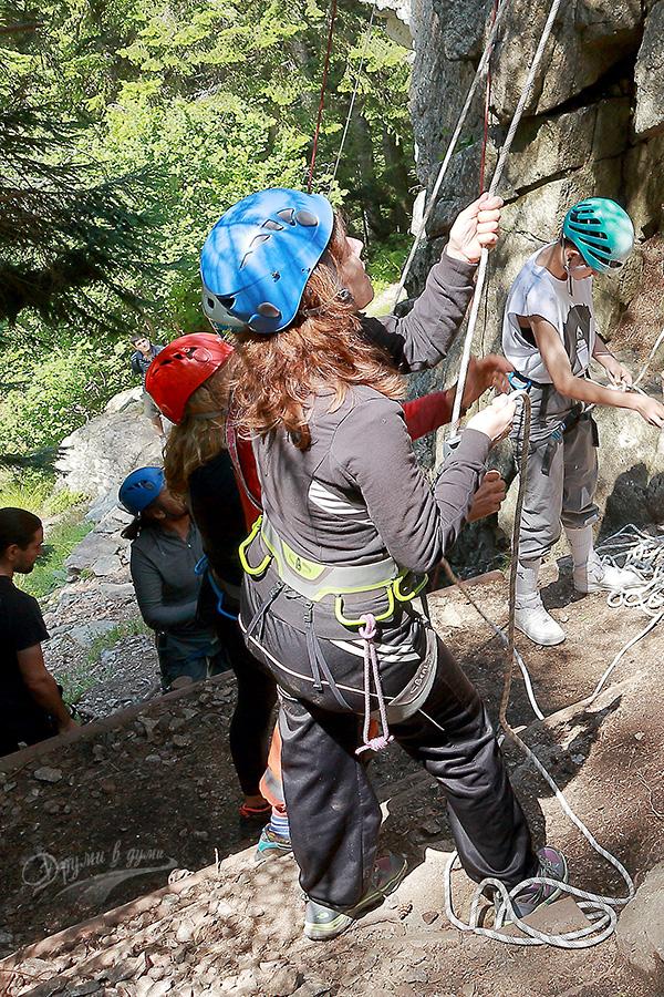 Първи стъпки в скалното катерене - подсигуряване