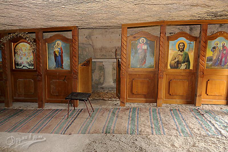 В църквата на Крепчанския манастир