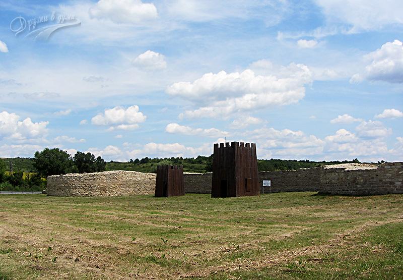 Крепост Ковачевско кале - две от кулите