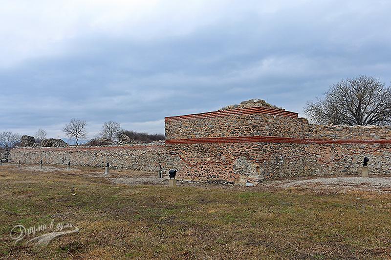 Никополис ад Нестум: стените на римския град