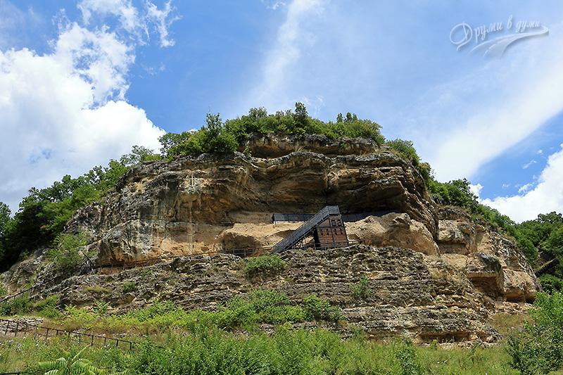 Крепчански манастир - поглед от пътя