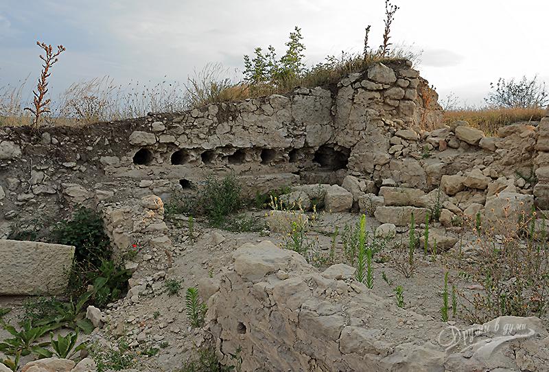 Петрич кале - останки от помещение