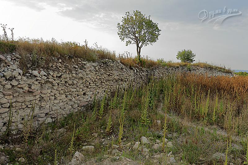 Покрай крепостните стени на Петрич кале