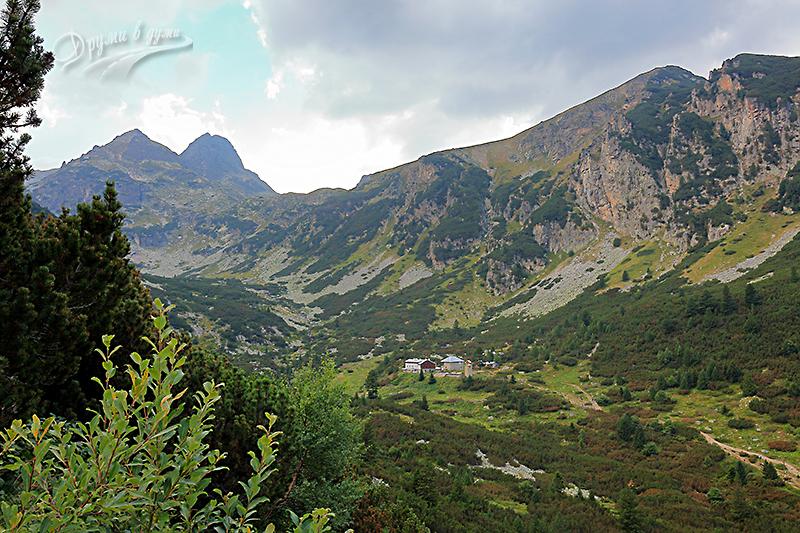 Хижа Мальовица се показва в далечината