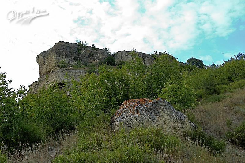 Гледка по пътеката към Петрич кале
